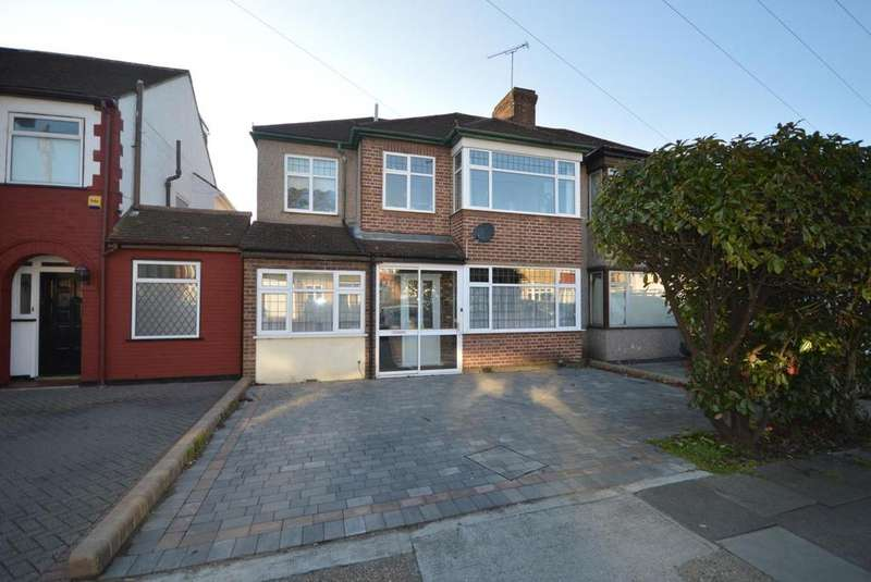 4 Bedrooms Semi Detached House for sale in Albany Road, Hornchurch, Essex, RM12