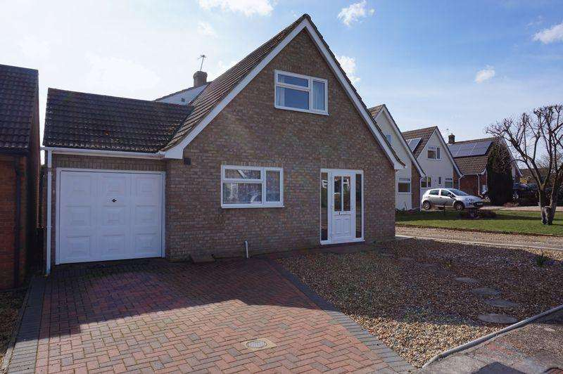 4 Bedrooms Chalet House for sale in Lloyd Road, Taverham, Norwich