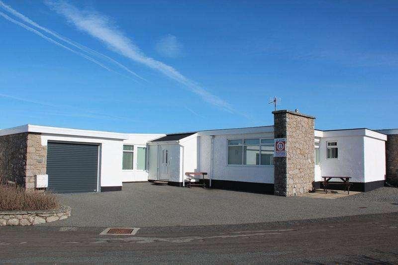 3 Bedrooms Detached Bungalow for sale in Ravenspoint Estate, Trearddur Bay