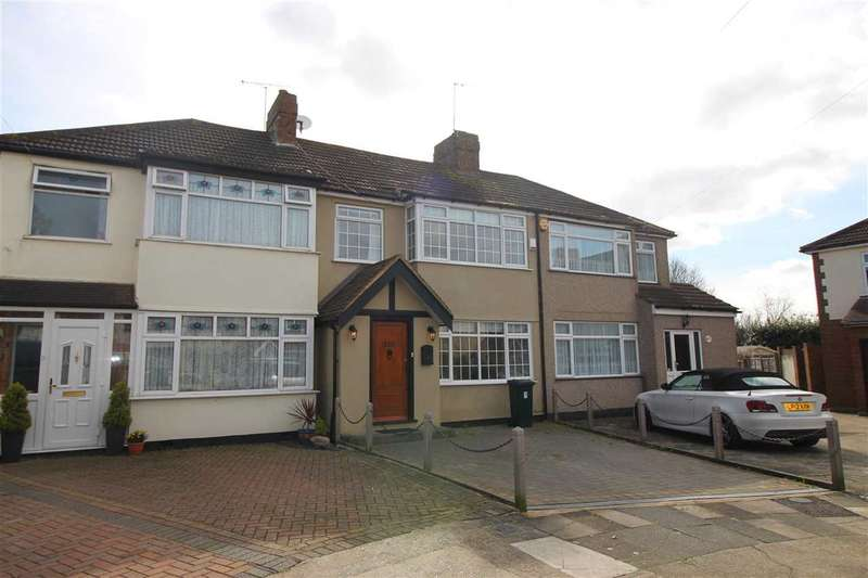 4 Bedrooms Terraced House for rent in Saunton Road, HORNCHURCH