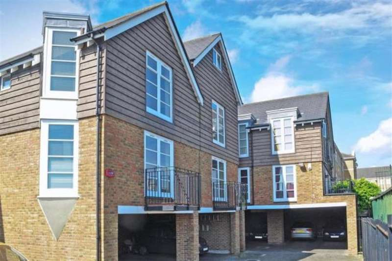 3 Bedrooms Property for sale in Pier Road, Greenhithe, DA9