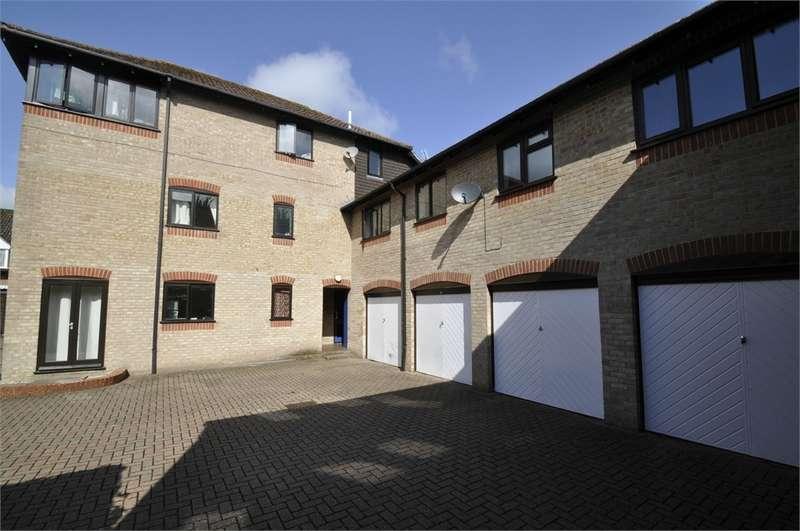 Detached House for rent in Diamond Court, FORDINGBRIDGE, Hampshire