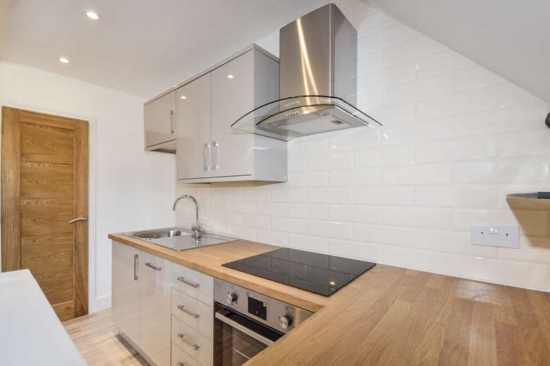 2 Bedrooms Flat for sale in Eversley Road, Bexhill-On-Sea, TN40