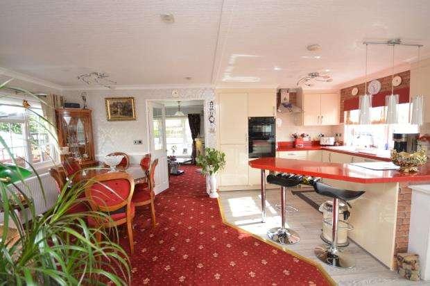 2 Bedrooms Detached Bungalow for sale in Woodlands Park, Tedburn St. Mary, Exeter, Devon