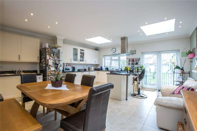 3 Bedrooms Semi Detached House for sale in Henry Road, New Barnet, Hertfordshire, EN4
