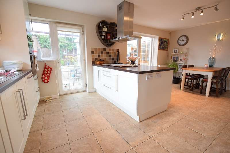 4 Bedrooms Detached House for sale in Rhiwlas, Thornhill, Cardiff. CF14 9AD