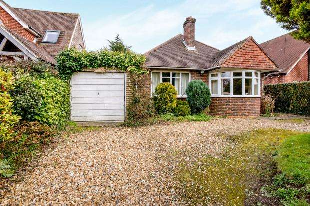 2 Bedrooms Bungalow for sale in Prinsted, Emsworth, West Sussex