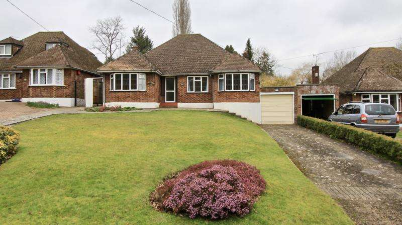 3 Bedrooms Detached Bungalow for rent in New Road, Little Kingshill