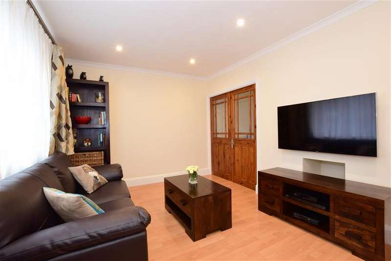 3 Bedrooms Terraced House for sale in Fernie Close, Chigwell, Essex