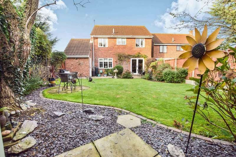 4 Bedrooms Detached House for sale in Grayling Drive, Colchester CO4 3EN