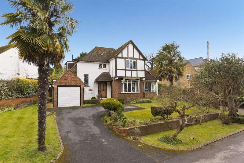 3 Bedrooms Detached House for sale in Pelhams Walk, Esher, Surrey, KT10