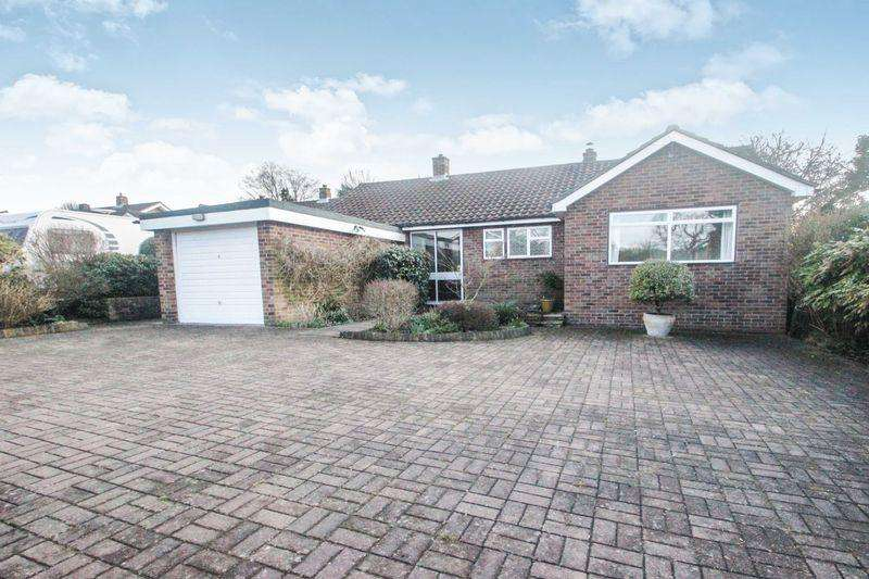 3 Bedrooms Detached Bungalow for sale in Devitt Close, Ashtead