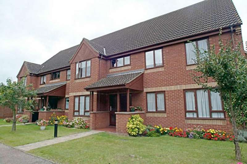 2 Bedrooms Ground Flat for sale in Parkside Court, Diss