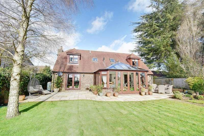 4 Bedrooms Detached House for sale in Mill Corner, Northiam, Rye