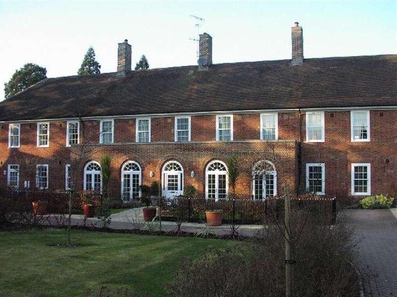 5 Bedrooms Terraced House for rent in Bishops Stortford