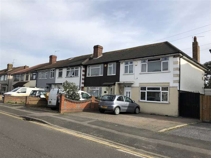 3 Bedrooms Terraced House for rent in BENHURST AVENUE, HORNCHURCH