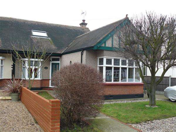 4 Bedrooms Chalet House for rent in Oak Road, Rochford