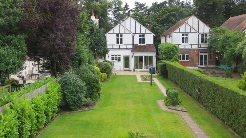 4 Bedrooms Detached House for sale in Manor Road, Ashford, TW15