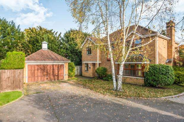 4 Bedrooms Detached House for sale in Cobham, Surrey