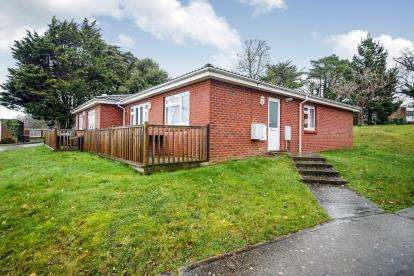 3 Bedrooms Bungalow for sale in Cockleton Lane, Cowes, Isle of Wight