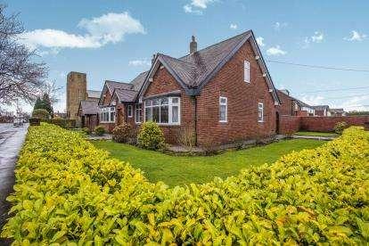 3 Bedrooms Bungalow for sale in Marlborough Drive, Fulwood, Preston, Lancashire, PR2
