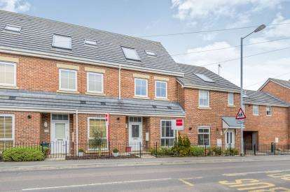 3 Bedrooms Town House for sale in Scot Hay Road, Silverdale, Newcastle Under Lyme, Staffs