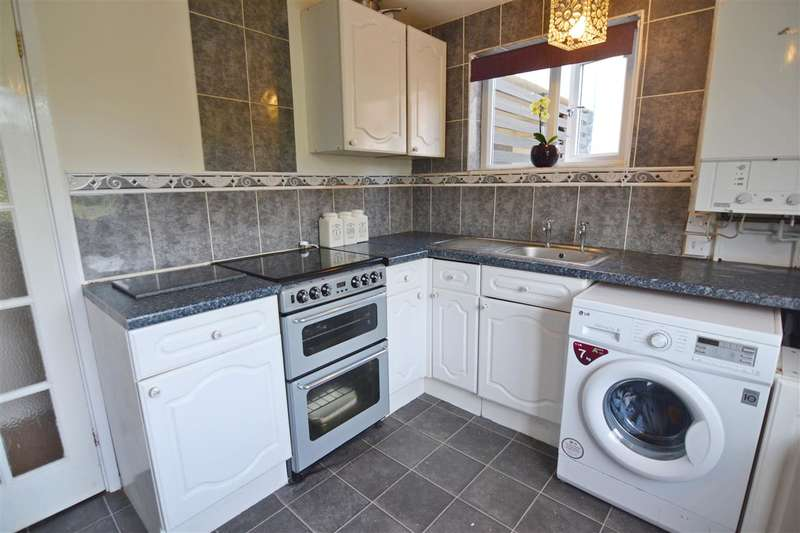 2 Bedrooms Maisonette Flat for sale in Pike Close, Stafford