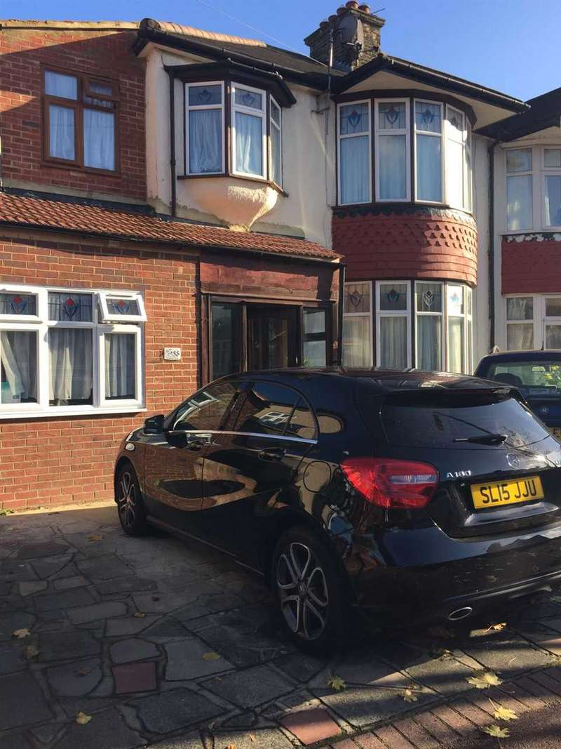 5 Bedrooms Semi Detached House for sale in Stratton Drive, BARKING
