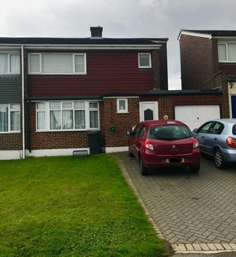 3 Bedrooms Semi Detached House for sale in Sunningfield Gardens, Hockley