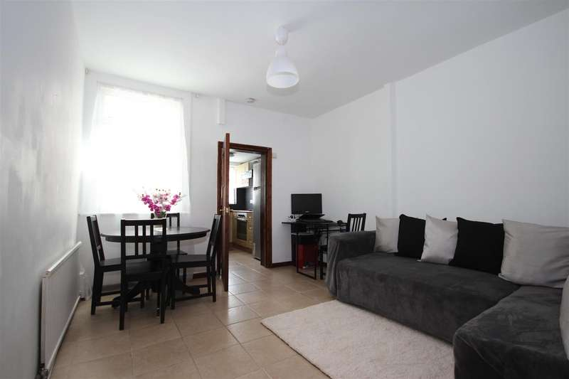 3 Bedrooms Property for sale in Goodhall Street, London