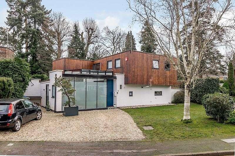4 Bedrooms Detached House for rent in West Byfleet