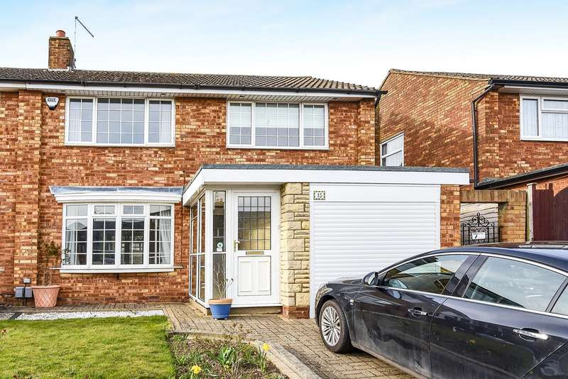3 Bedrooms Semi Detached House for sale in Gainsford Crescent, Hitchin, SG4