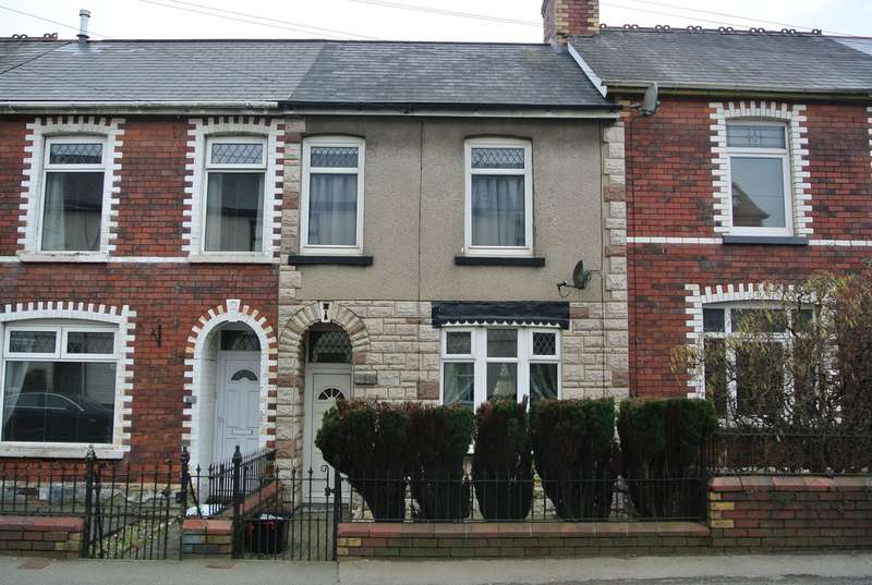 2 Bedrooms Terraced House for sale in The Highway, New Inn, Pontypool, NP4