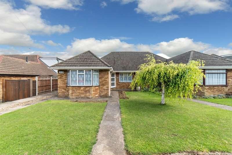 3 Bedrooms Semi Detached House for sale in Ridgeway Avenue, Dunstable, Bedfordshire, LU5