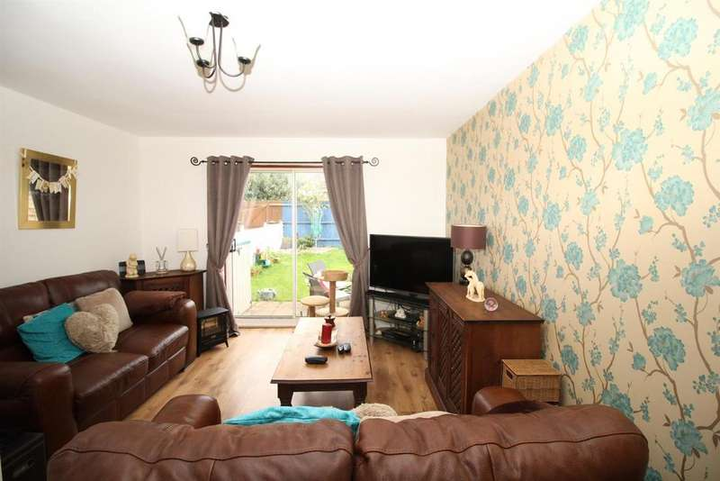 2 Bedrooms House for sale in Chamberlain Close, Harlow