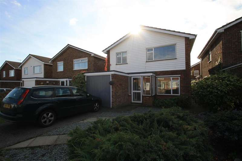 3 Bedrooms Detached House for sale in Raphael Drive, Shoeburyness, Southend-On-Sea