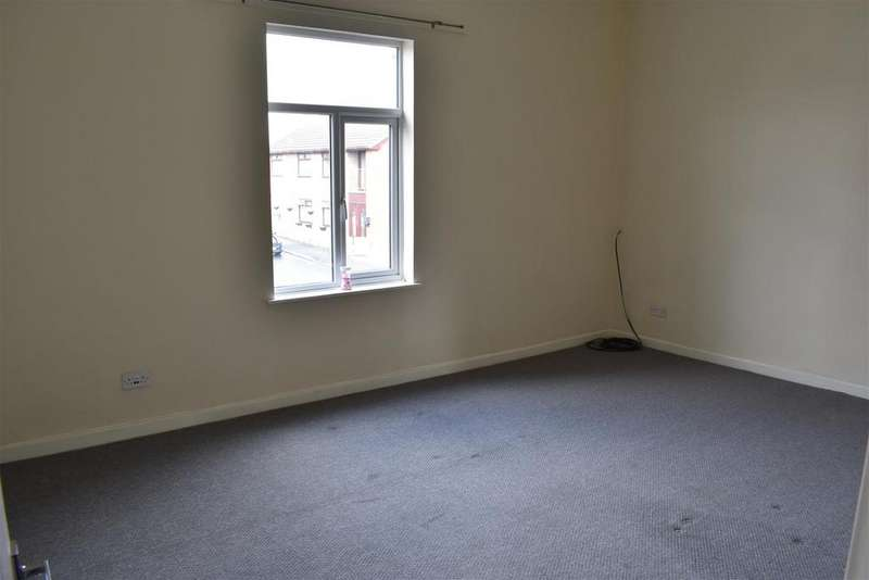 2 Bedrooms Flat for rent in West End Road, St. Helens