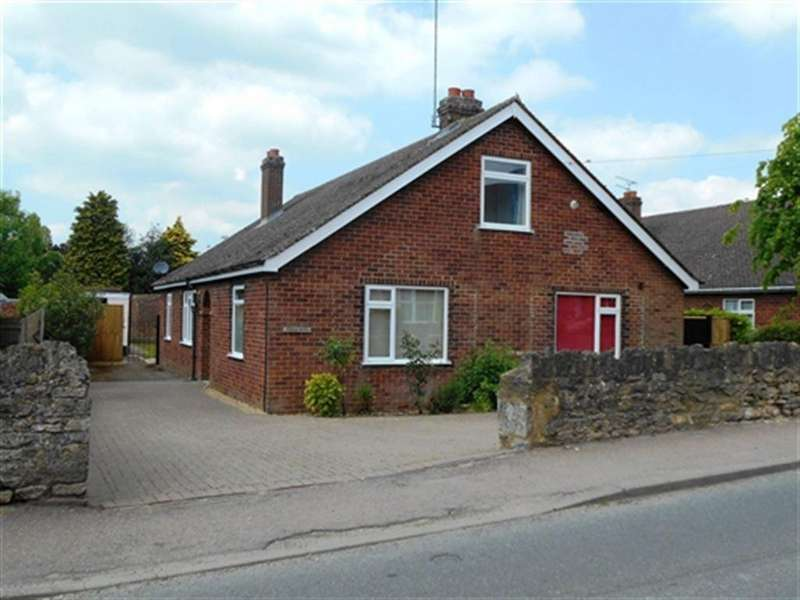 4 Bedrooms House for rent in Manor Road, Brackley, Northants