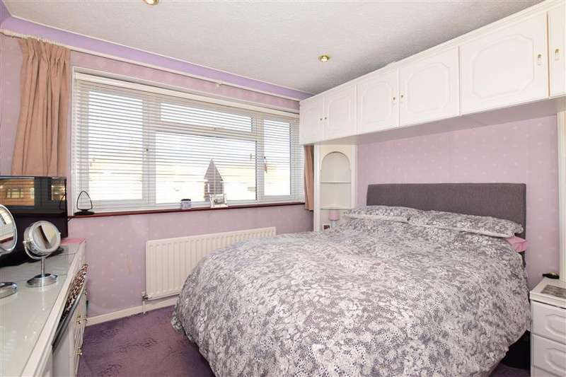 3 Bedrooms Semi Detached House for sale in Patterdale Road, Dartford, Kent