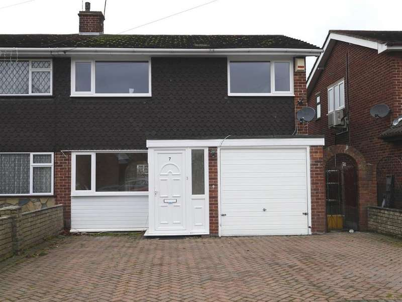 3 Bedrooms Semi Detached House for rent in Oak Walk, Benfleet
