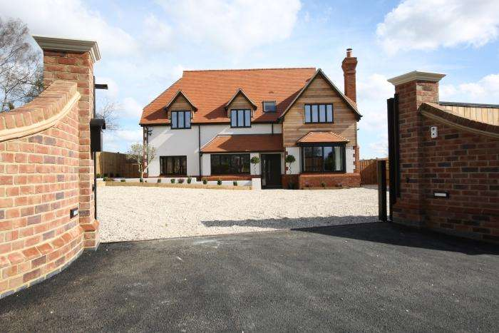 5 Bedrooms Detached House for sale in SCHOOL ROAD, TOOT HILL CM5