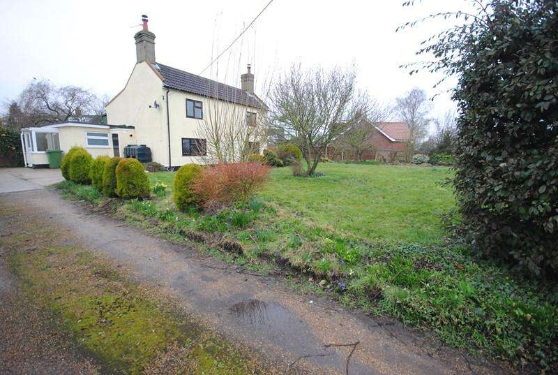 4 Bedrooms Detached House for rent in Mill Road, Little Melton, Norwich
