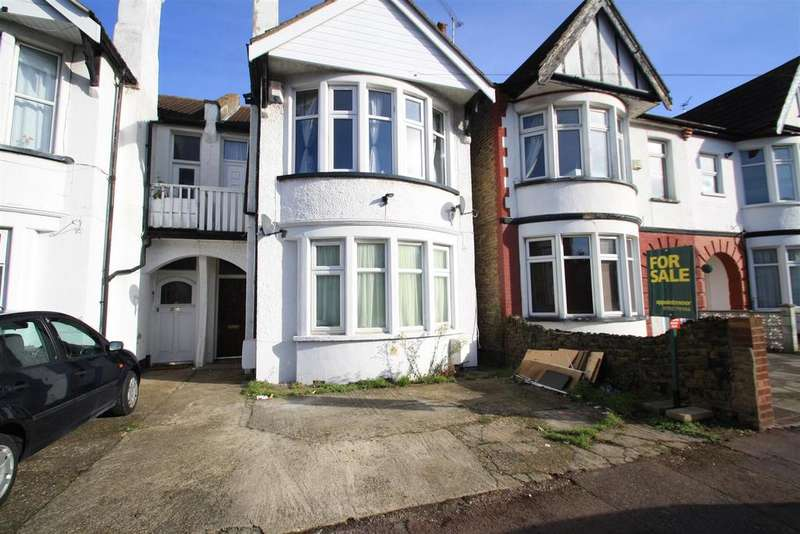 2 Bedrooms Apartment Flat for sale in Claremont Road, Westcliff-On-Sea
