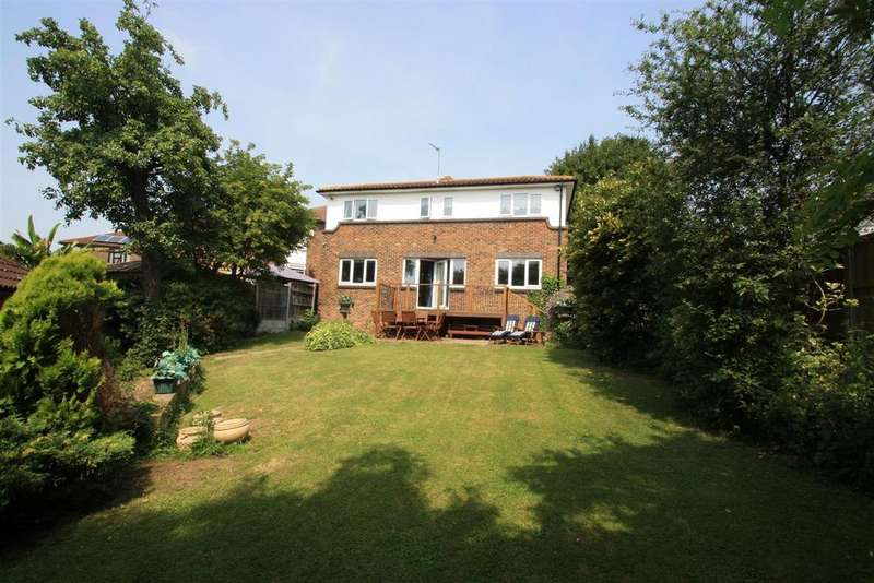 5 Bedrooms Detached House for sale in The Vale, Basildon