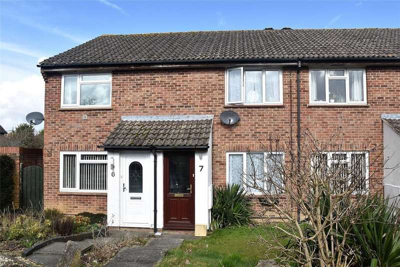 2 Bedrooms Terraced House for sale in Candover Close, Tadley, Hampshire, RG26