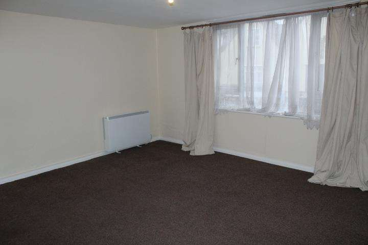 3 Bedrooms Flat for rent in High Street, Ware, Hertfordshire, SG12