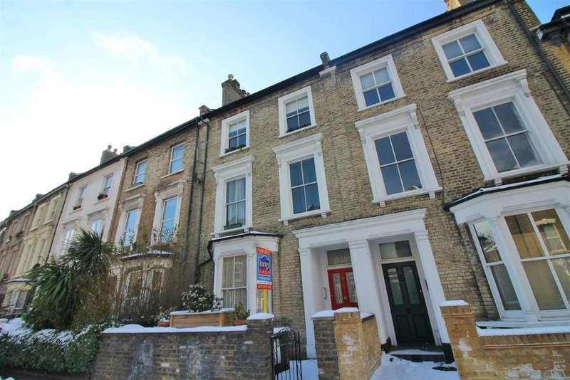3 Bedrooms Flat for sale in Cricketfield Road, London
