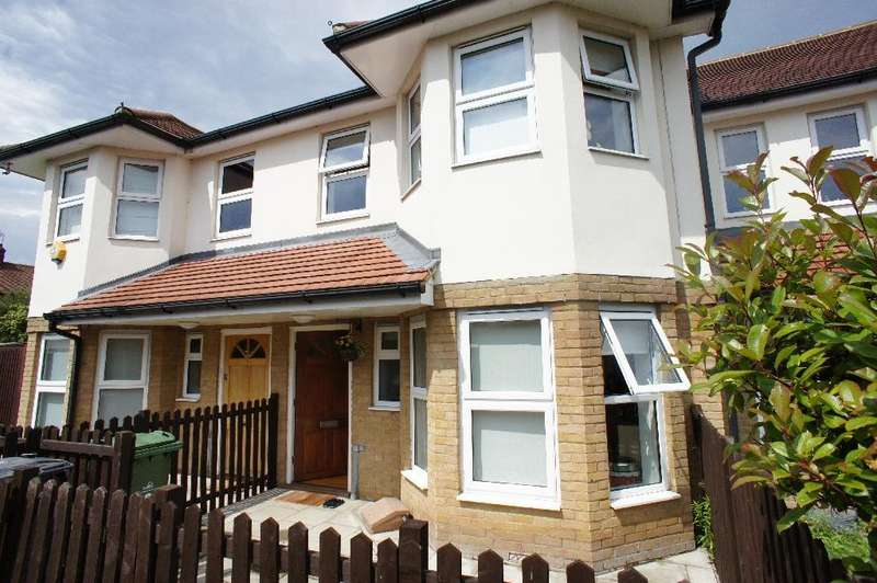 3 Bedrooms Terraced House for sale in Lavender Close, Chingford