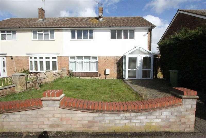 4 Bedrooms Semi Detached House for rent in Holden Road, Basildon, Essex