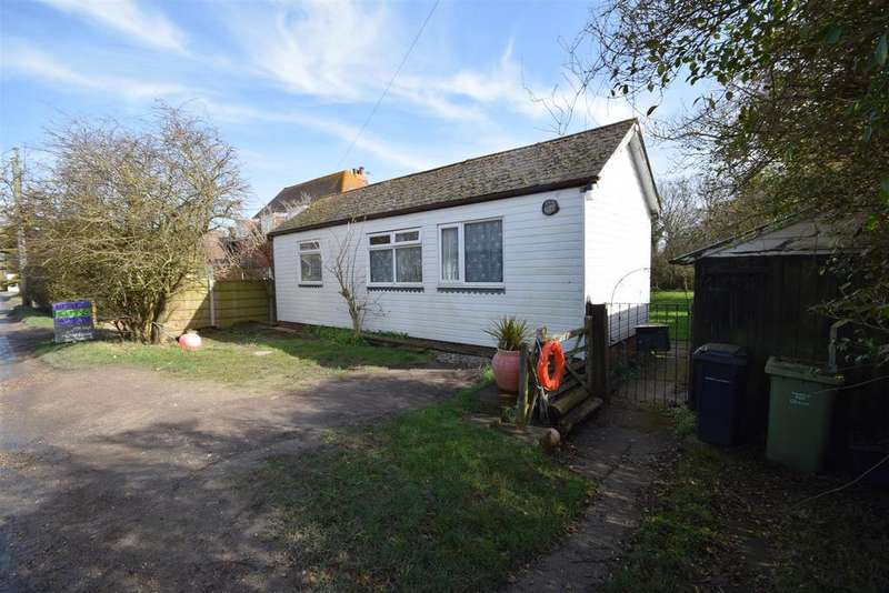 2 Bedrooms Detached Bungalow for sale in Farm Lane, Camber, Rye